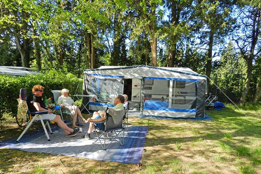 Camping L 39 Le Des Papes 4 Toiles Villeneuve L S Avignon