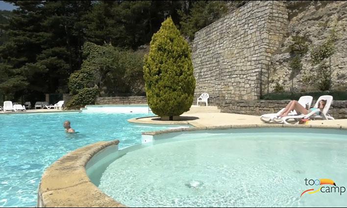 Camping avec piscine meyrueis for Camping gorges du tarn avec piscine