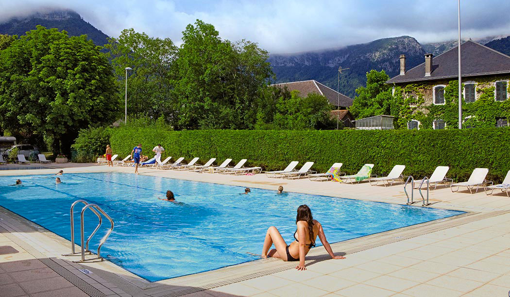 Camping avec piscine et lac rhone alpes for Camping annecy avec piscine