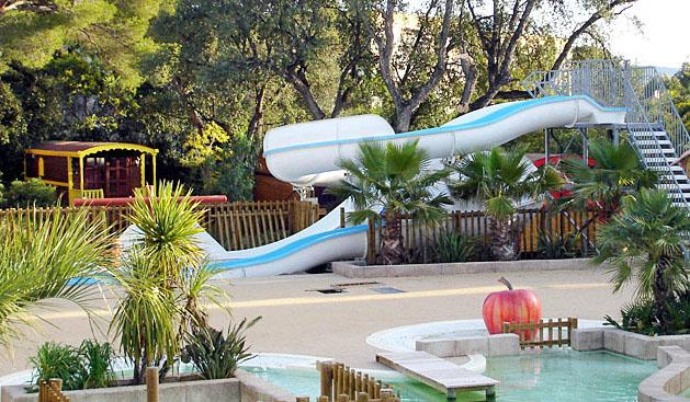 Camping de la baie 4 toiles cavalaire sur mer toocamp for Camping cavalaire sur mer avec piscine