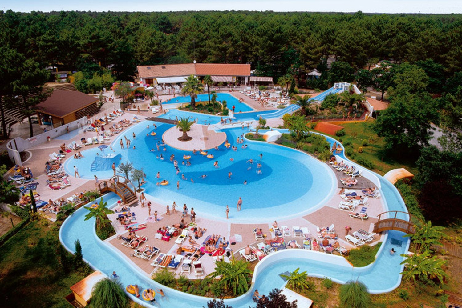 Camping landes parc aquatique 31 campings d couvrir for Camping massif central avec piscine