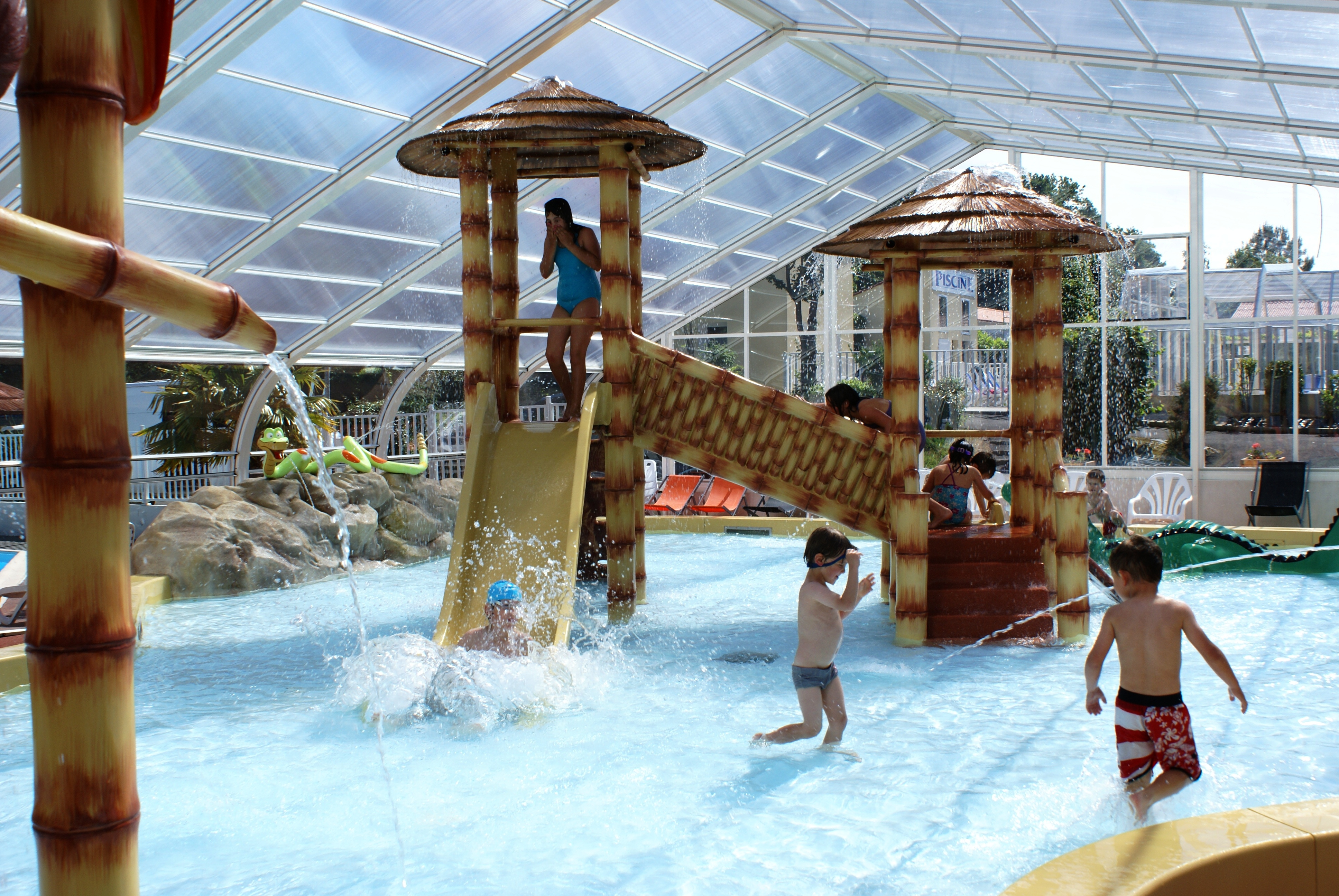 Camping or e de l 39 oc an 4 toiles landevieille toocamp for Village vacances vendee avec piscine