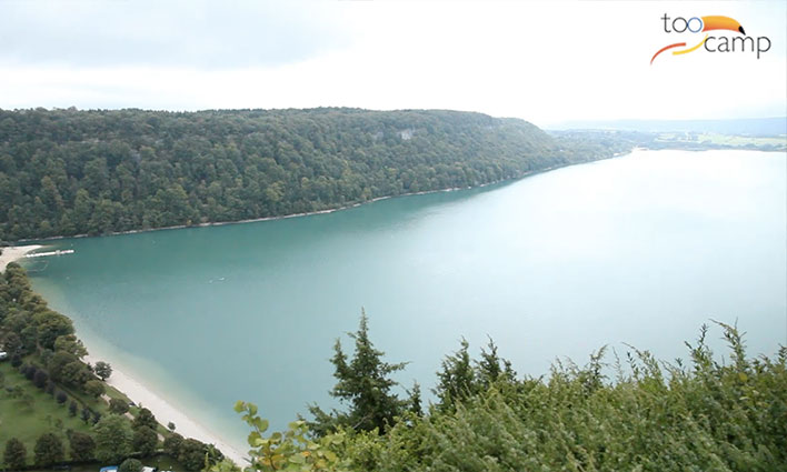Le lac de Chalain dans le jura