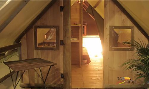 Tentes meublées en bois ré-inventées
