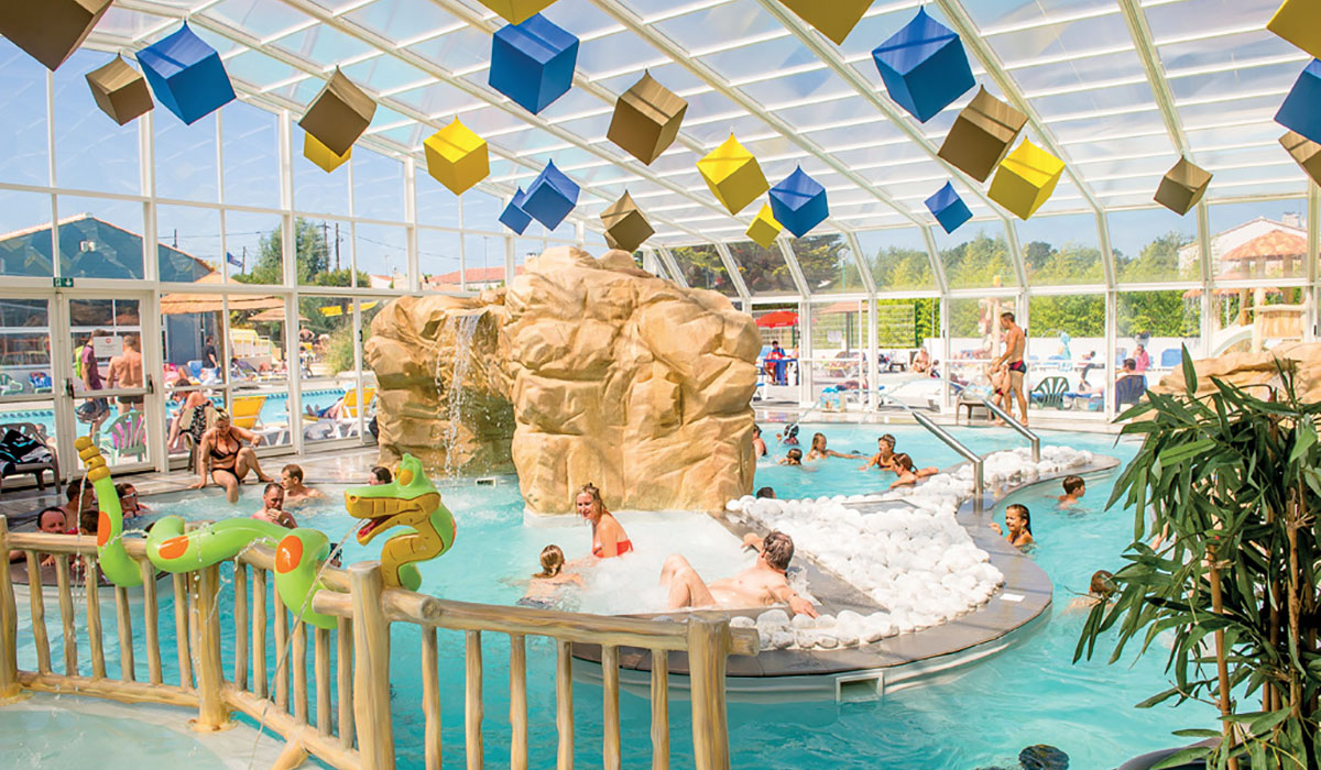 Le top 5 des videos de campings avec piscine couverte for Piscine couverte