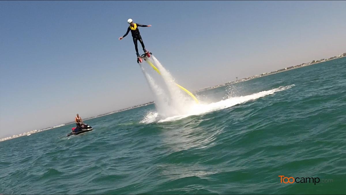 Volez sur l'eau grâce au Flyboard